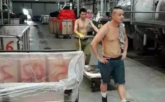 """""""蒸箱""""里的纺织人!高温天40-50度的车间,辛苦了!"""